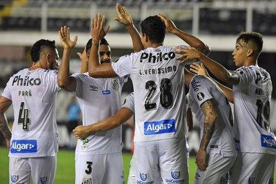 Santos supera a Delfín y lidera en el grupo de Olimpia