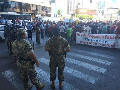 """""""Paseros"""" protestaron contra controles y decomisos en el Este"""