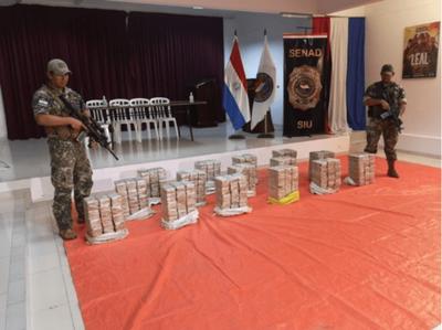 Incautan 461 kilos de cocaína en pista clandestina de aterrizaje