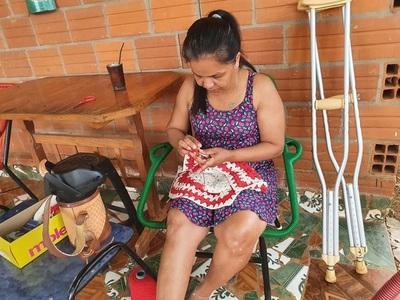 Enfermera accidentada necesita ayuda para volver a caminar