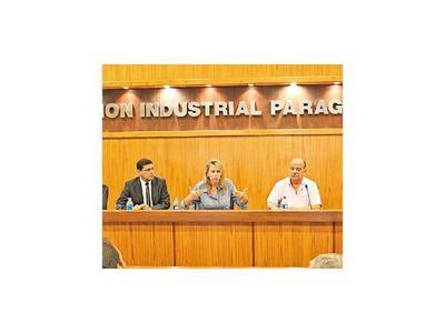 Industrias aseguran abastecimiento  y Gobierno  controlará los precios