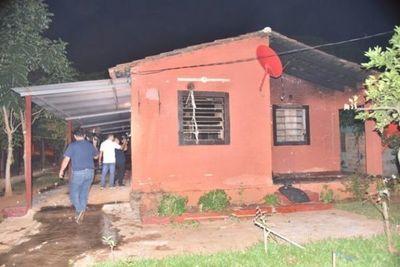 Vecinos de Itauguá queman casa de hermanos detenidos por asesinato