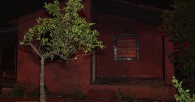 Vecinos habrían quemado casa de supuestos homicidas en Itauguá