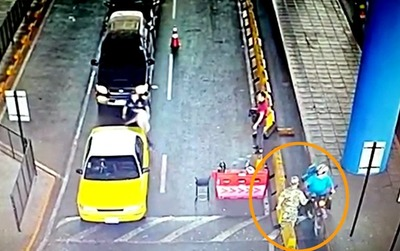 """Militares """"CONTROLAN"""" y cobran por CONTRABANDO que entra en DOS RUEDAS por el Puente de la Amistad"""