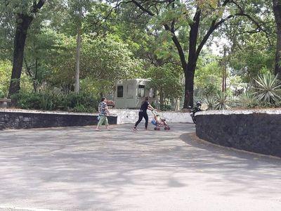Plazas no se clausuraron, pero sí hay poca concurrencia