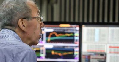 Riesgo país de Argentina trepa 8,8% y se desploma la bolsa de Buenos Aires