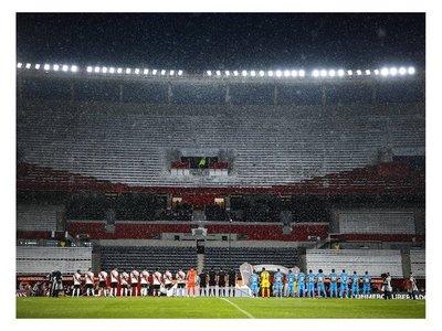 Fútbol sí, pero a puerta cerrada en Argentina