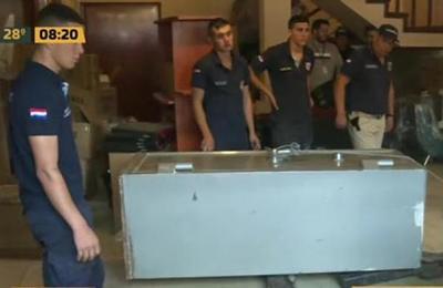 Incautan muebles y una caja fuerte de propiedad de Dalia López en el Barrio Trinidad