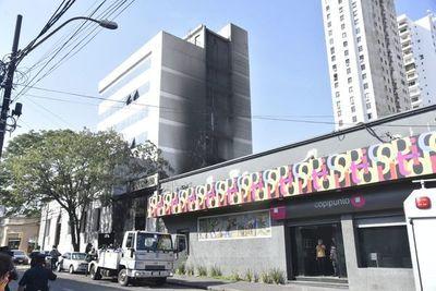 Controlan incendio en el microcentro de Asunción