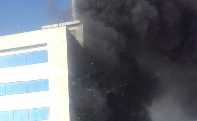 HOY / Explosión, incendio y humo tóxico en microcentro de la capital