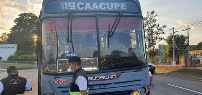 Dinatran multa a empresas que exceden la cantidad de pasajeros.
