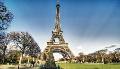 La torre Eiffel, Louvre y Versalles cierran sus puertas por el coronavirus