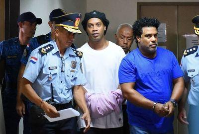 Ratifican prisión preventiva de Ronaldinho y su hermano