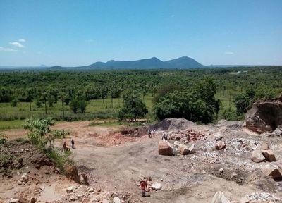 Autorizan explotación de cerro, dicen