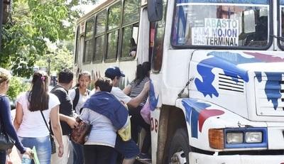 Desde el lunes salen buses de las FFAA en apoyo a la ciudadanía