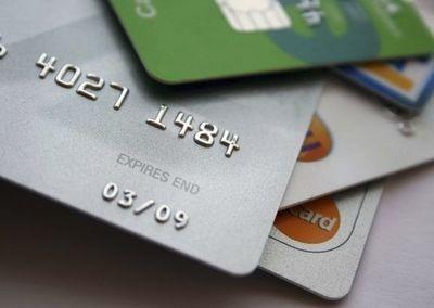Denuncian clonación de tarjetas con POS de un supermercado