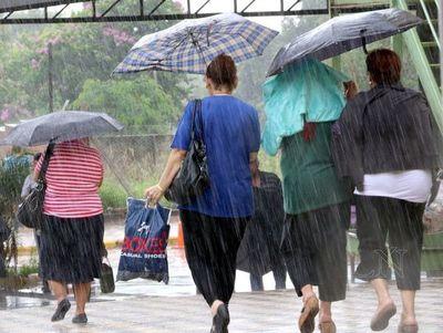 Breves pero intensas lluvias ingresarán desde el sur del país