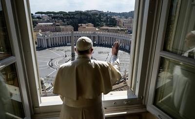HOY / Papa bendice una desolada plaza de San Pedro a consecuencia del coronavirus