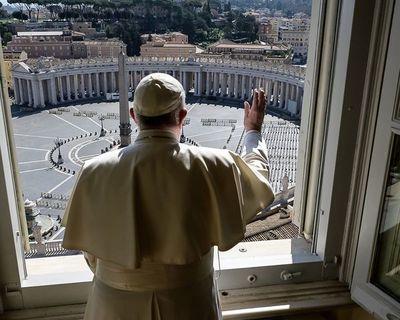 El papa salió del Vaticano para orar en una basílica de Roma