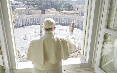 Papa bendijo la plaza, pero no había ¡nadie!