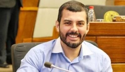 """Cibernautas destrozan a Hugo Ramírez: """"Te llego a encontrar y te voy a escupir"""""""