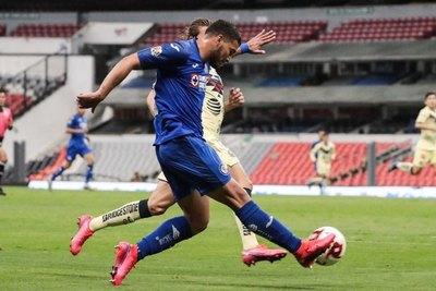 Juan Escobar y un espectacular 'pase gol' en el Clásico Joven