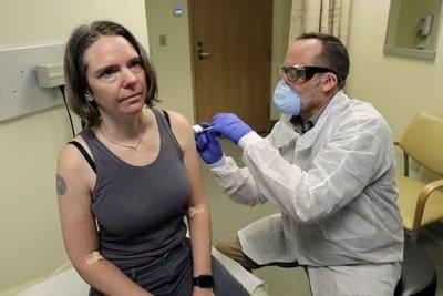 Prueban la primera vacuna contra el coronavirus en voluntarios estadounidenses