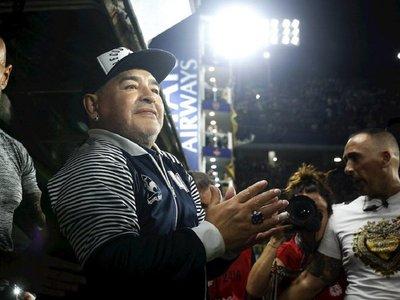 Maradona aplaude decisión de parar el fútbol