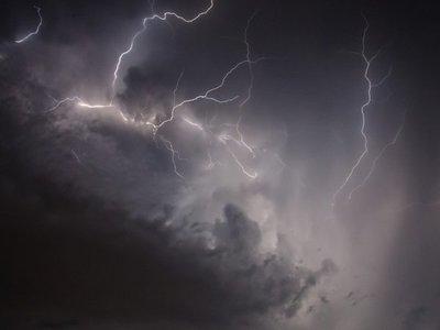 Meteorología emite alerta para 8 departamentos