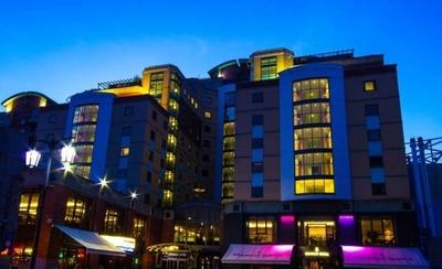 HOY / Chelsea ofrece su hotel al personal sanitario y su dueño correrá con los gastos