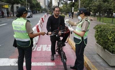 HOY / Perú en toque de queda por aumento de casos de coronavirus
