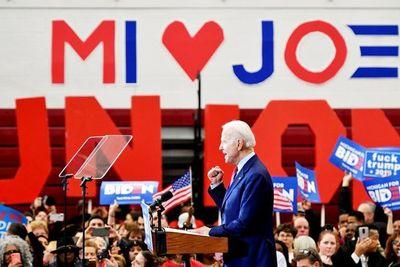 Biden se escapa en las primarias demócratas
