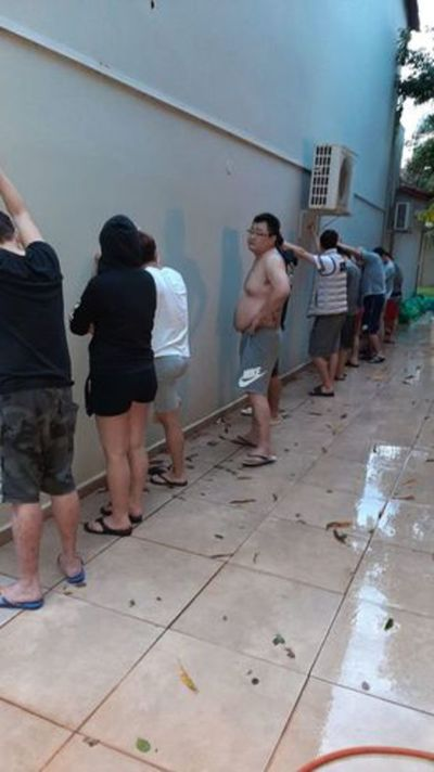 Detienen a policías por robar dinero a taiwaneses durante allanamiento