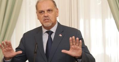 Ministro lamenta aglomeración de personas