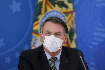 "Bolsonaro pide evitar ""pánico"" pero admite ""gravedad"" de pandemia de coronavirus"