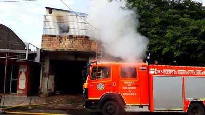 Fuego consume una vivienda en barrio Obrero de Ciudad del Este