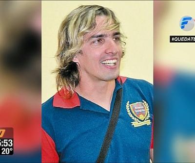 Otra más de Aquiles Báez: Agredió a vecino y atropelló una Comisaría