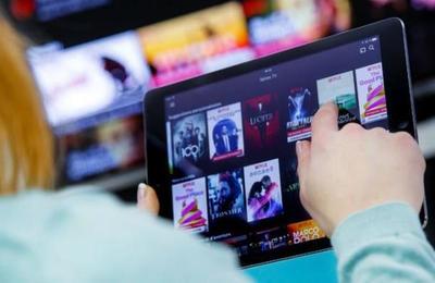 La UE pide a Netflix que baje su calidad por riesgo de colapso por demanda por el covid-19