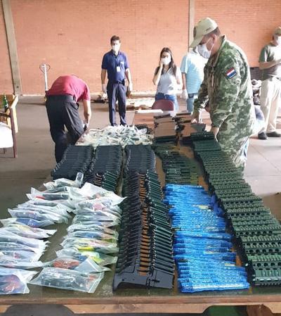Procesan a auxiliar despachante por ingreso de armas de guerra