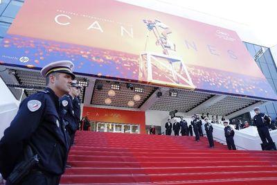 Cannes se posterga