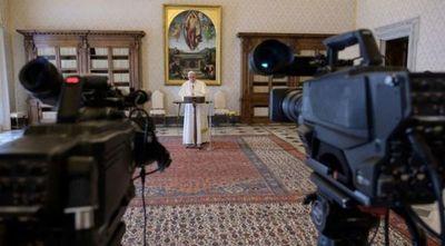 El Papa pide unir voces y convoca a fieles del mundo a rezar un