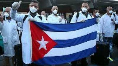 Médicos cubanos llegan a Italia para ayudar en la crisis del coronavirus