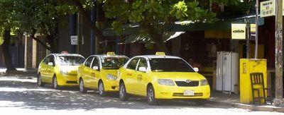 """Taxistas dejan de operar, pero quedan """"voluntarios"""""""