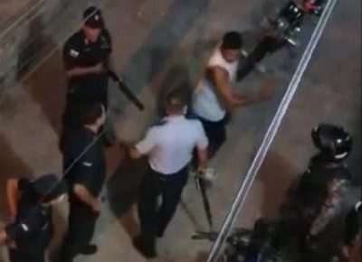 Joven es detenido por patear a un comisario durante intervención