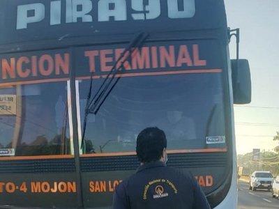 Dinatrán verifica que pasajeros viajen sentados y en buses limpios