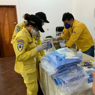 En Caazapá preparan 750 kits de equipos de protección para personal hospitalario