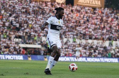 Adebayor pidió #QuedateEnCasa, pero se marchó a pesar de advertencias