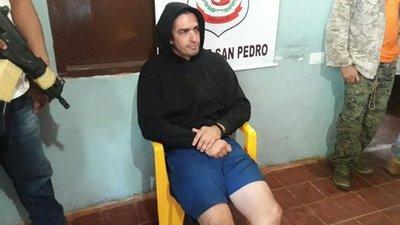 Denuncian a Aquiles Báez por supuesta agresión a vecino y policías
