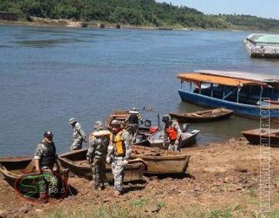 Armada paraguaya incauta 5 embarcaciones en el Paraná