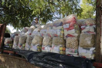 Gobernación entrega víveres a familias de escasos recursos del departamento